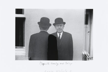 Duane Michals, Magritte Coming and Going, 1965, RMFAB, Brüssel (c) Nachlass Duane Michals